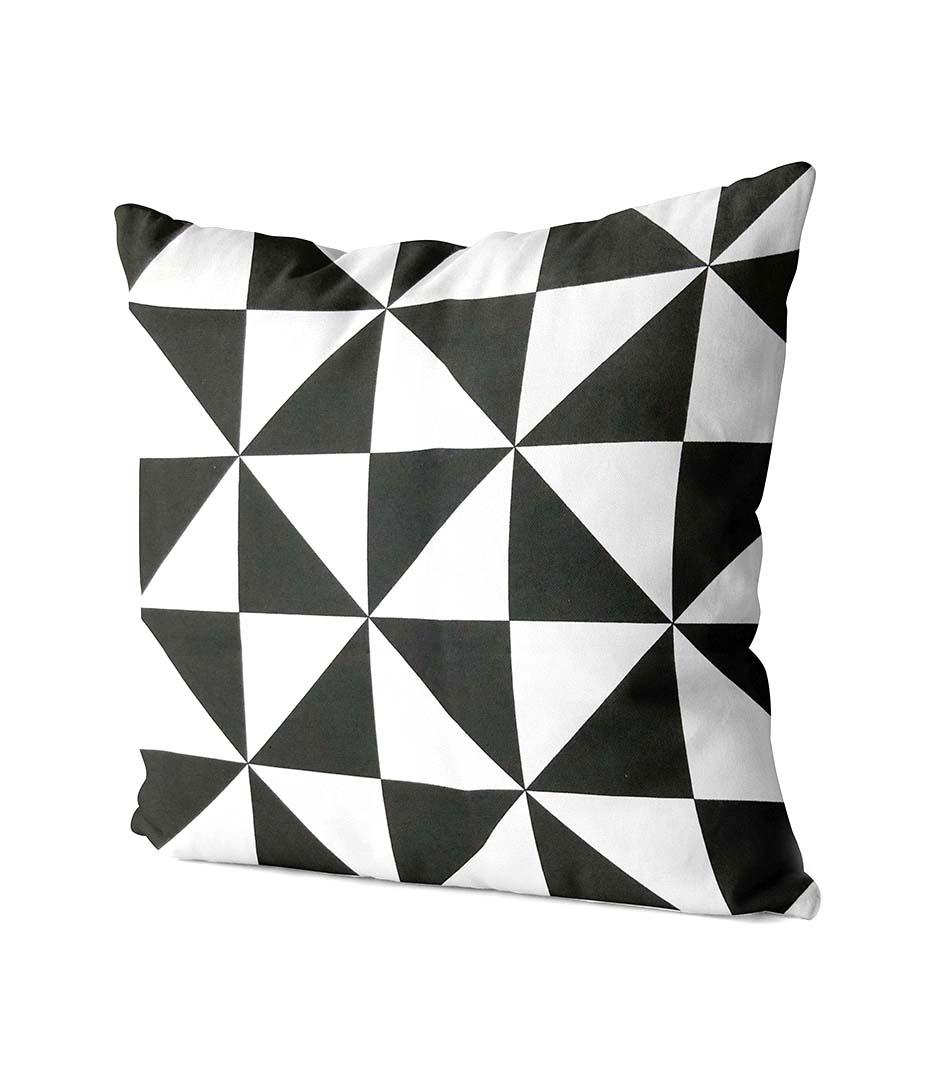dekorativní geometrický polštář Strong 2